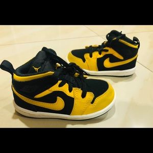 Jordan 1 New Love Size 7C Black Yellow 640735 071